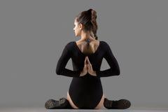 Variación de la actitud de la yoga de Gomukhasana Imagen de archivo libre de regalías