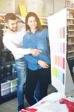Variantes de examen de modèle de couleurs de couples Images libres de droits