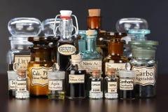 Varias botellas de la farmacia de medicina homeopática Foto de archivo libre de regalías