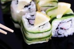 Varias clases de sushi y de sashimi Foto de archivo