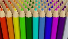 Varias filas de los lápices coloreados aislados en el fondo blanco Foto de archivo libre de regalías