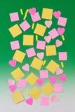 Varias hojas de papel en verde Fotos de archivo libres de regalías