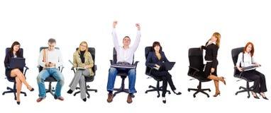 Varias personas en sillas de la oficina Fotos de archivo libres de regalías