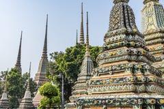 Varias torres de los templos del palacio de Bangkok tailandia Fotos de archivo