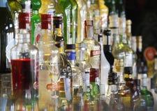 Variation av alkoholflaskor arkivfoto