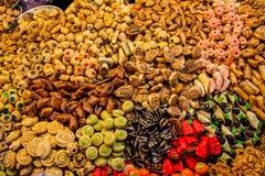 Variation av arabiska efterrätter på den arabiska marknaden Arkivbild