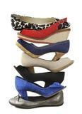 Variation av de isolerade färgrika skorna Arkivfoton
