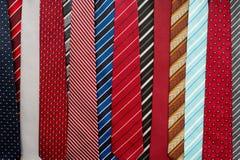 Variation av färgrika slipsar Arkivbild
