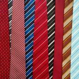 Variation av färgrika slipsar Arkivfoton