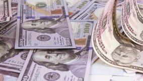 Variation av sedlar av rubel och dollar stock video