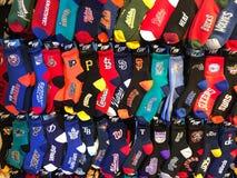 Variation av sockor som presenterar olika amerikanska lag för yrkesmässig sport Fotografering för Bildbyråer
