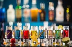 Variazione dei colpi alcolici duri sul contatore della barra Immagine Stock Libera da Diritti