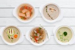 Variazione della disposizione calda del piano dei piatti del ristorante saporito Fotografia Stock
