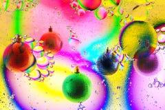 Varicolored шарики, игрушки рождества над предпосылкой цвета стоковое фото rf