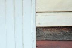 Varicolored raue hölzerne Wandbeschaffenheit Stockbilder