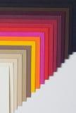 A varicoloured ontwerperkarton langs wordt ontbonden Stock Afbeelding