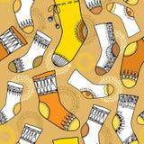 Varicoloured samling av roliga sockor seamless modell Stock Illustrationer