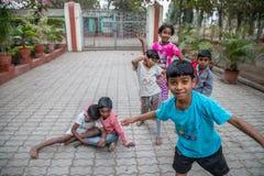 Varidorp, Maharashtra, India - Januari 9, 2018: mooie soorten en hun plattelandshuisjes Het dagelijkse leven in Indische dorpen d royalty-vrije stock afbeelding