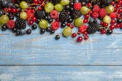 Varie bacche fresche di estate Vista superiore Bacche del dessert dell'alimento di colore della frutta del preparato delle bacche Immagini Stock Libere da Diritti