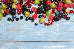 Varie bacche fresche di estate Vista superiore Bacche del dessert dell'alimento di colore della frutta del preparato delle bacche Immagine Stock
