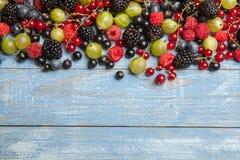 Varie bacche fresche di estate Vista superiore Bacche del dessert dell'alimento di colore della frutta del preparato delle bacche Fotografia Stock
