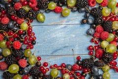 Varie bacche fresche di estate Vista superiore Bacche del dessert dell'alimento di colore della frutta del preparato delle bacche Fotografie Stock Libere da Diritti