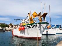 Varie barche attraccate nel porto Fotografia Stock Libera da Diritti
