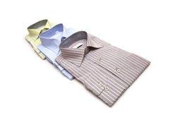 Varie camice isolate sui precedenti bianchi Fotografia Stock