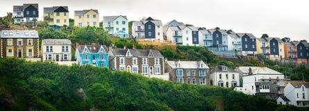 Varie case alla moda nel sud dell'Inghilterra immagine stock libera da diritti