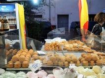 Varie crocchette e tipico fritto della Sicilia fotografie stock