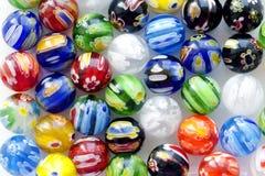 Varie perle fatte del vetro di Murano fotografia stock