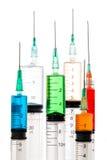 Varie siringhe riempite di liquidi colorati Fotografia Stock Libera da Diritti