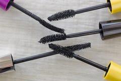 Varie spazzole della mascara, cosmetico per migliorare i cigli da diff Fotografia Stock