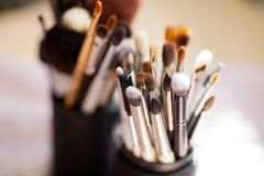 Varie spazzole di trucco, foto del primo piano Immagini Stock