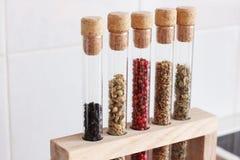 Varie spezie nella cucina immagine stock