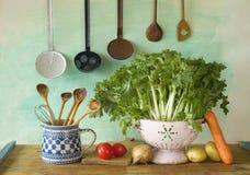 Varie verdure più l'attrezzatura della cucina Fotografia Stock Libera da Diritti