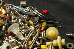 varie viti, bulloni, rondelle, dadi ed altri fermi del computer piccoli Fotografie Stock Libere da Diritti
