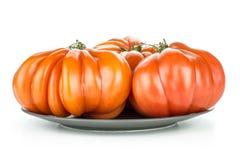 Variedad cruda fresca del tomate de la carne de vaca del tomate aislada en blanco fotografía de archivo