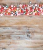 Variedad de caramelos en un fondo de madera Fotos de archivo
