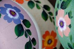 Variedad de cerámica mexicana de los potes, verde y púrpura imagen de archivo libre de regalías