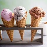 Variedad de conos de helado fotos de archivo