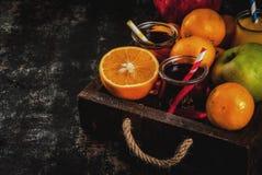 Variedad de la fruta fresca y de los jugos imágenes de archivo libres de regalías