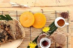 Variedad de la miel con el panal y la miel Fotos de archivo libres de regalías