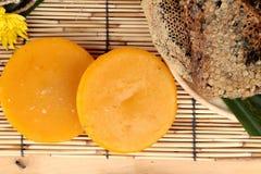 Variedad de la miel con el panal y la miel en un tarro Fotografía de archivo libre de regalías