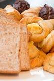 Variedad de productos de la panadería Fotos de archivo libres de regalías
