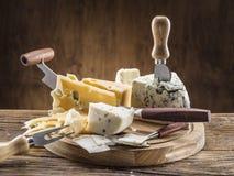 Variedad de quesos Montantes del vintage Foto de archivo