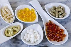 Variedad de suplementos alimenticios Imágenes de archivo libres de regalías