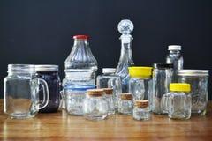 Variedad de tarros y de botellas de cristal Fotografía de archivo libre de regalías