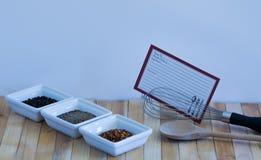 Variedad del condimento de la pimienta con la tarjeta de la receta Foto de archivo