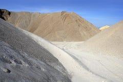 Variedade colorida da pedreira do monte da areia da construção imagem de stock